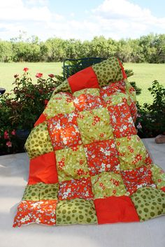 Puff or Biscuit Quilt Tutorial -  great tutorial for making a puff bed quilt - love the colours!
