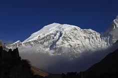 Gangkhar Puensum_É a montanha mais alta cujo topo não foi conquistado. Ela está localizada em um território disputado entre Butão e China. Tem 7570 metros de altura.
