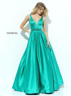 Schlichter Schnitt, kräftige Farbe: Dein Hingucker Abendkleid in lang! Sei schön, sei du selbst, #seicrusz ! http://crusz.de/abendkleider Foto: Sherri Hill