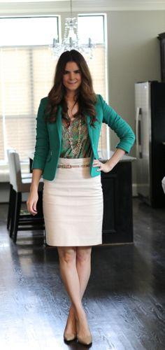 Se has a weird face but i like her outfit Fashion Wear, Modest Fashion, Fashion Outfits, Womens Fashion, Fashion Fall, Fashion Trends, Office Fashion, Work Fashion, Curvy Fashion