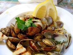 Read the Recipe for Steamed Clams for Thanksgiving? discussion from the Chowhound Home Cooking, Thanksgiving food community. Fish Recipes, Seafood Recipes, Cooking Recipes, Healthy Recipes, What's Cooking, Steamer Clam Recipes, Steamed Clams, Cooking Channel Shows, What To Cook