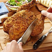 BEER CAN CHICKEN : An original way to cook tender, juicy, crispy chicken on the grill. This beer can chicken recipe is fun and easy Can Chicken Recipes, Beer Can Chicken, Ginger Chicken, Canned Chicken, Crispy Chicken, Roast Chicken, Grilled Chicken, Grilled Food, Ranch Chicken