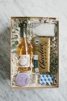 A Charming Bubble Bath Gift Box! A Charming Bubble Bath Gift Box! – Sugar and Charm – sweet recipes – entertaining tips – lifestyle inspiration Easy Diy Gifts, Creative Gifts, Homemade Gifts, Cute Gifts, Simple Gifts, Homemade Food, Diy Christmas Gifts, Holiday Gifts, Christmas Music