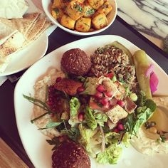My lunch from yesterday from @comptoirlibanais - was perfect and plant based with no dairy or eggs and completely vegetarian! @westfieldlondon #lunch #westfield #vegan #vegetarian #plantbased #fooddiary #healthyeating #cleaneating #foodie #nodairy #diet #cleaneats #tejalskitchen #healthyeats #dietlife #weightlossjourney #healthy #lebanese #mediterranean #falafel #babbaghanoush