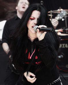 How to Sing Like Amy Lee of Evanescence. Learn to Sing Like Amy Lee. Amy Lee Evanescence, Darkness Girl, Rock Y Metal, Rock And Roll, Women Of Rock, Rocker Girl, Women In Music, Metal Girl, Alternative Metal