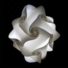 24 Lamellen heb je nodig om deze lamp in elkaar te zetten. Het resultaat is een prachtige moderne lamp. www.puzzlelamp.nl