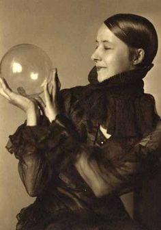 Anonyme, Portrait de Femme, 1920(via Le blog de SoVeNa» Bubble World)