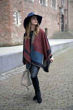Burberry Choies cape poncho blue hat &otherstories leather pants style streestyle look blogger fashionzen blog