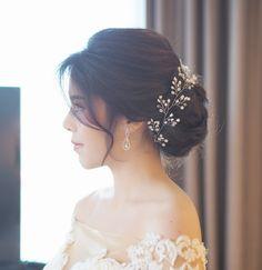 เกล้าผมเจ้าสาว #bridal line : mud2982405 tel. 0972982405 IG : mud_hairstylist FB : Pinky Jang Hairstylist #makeup by #weddingdress #hairstyles #hairstylist #hairup #hair #hairdresser #hairdo #bridalhair #bride #bridemakeup #bridalgowns #brideandgroom #bridesmaids #weddings #weddinghair #weddingceremony #glamour #gorgeous #ช่างทำผมเจ้าสาว #ช่างทำผม #รับเกล้าผม #รับเกล้าผมเจ้าสาว #แบบทรงผมเจ้าสาว #ทรงผมเจ้า #mudhairstylist #pinkyjanghairstylist #mud_hairpiece