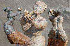 Marianne van den Berg, Set free, ceramic patinated 34 x 22 x 24 cm