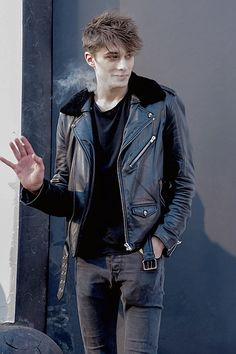 Discover some good men's fashion. With so much fashion for men available in the world today, it can be a overwhelming experience. Look At These Men's Jackets. Beautiful Men, Beautiful People, Skam Isak, Maxence Danet Fauvel, Isak & Even, Cute Gay Couples, Cute Guys, Pretty Boys, Bad Boys