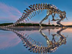 dinosaor in paris