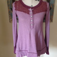 Free People thermal We the free long sleeve xs thermal..60% cotton 49% polyester.. Great condition.. Smoke free and pet free home. Bundle your order and save 20%!! Free People Tops