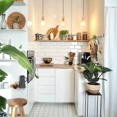 Küche # Kitchen # small kitchen The Home Warranty Doctor Is In! Home Decor Kitchen, Interior Design Kitchen, New Kitchen, Home Kitchens, Mini Kitchen, Kitchen Ideas, Bohemian Kitchen Decor, Beach Cottage Kitchens, One Wall Kitchen