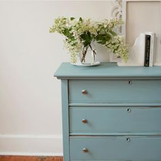 "Fusion Mineral Paint on Instagram: ""Spring is so beautifully captured in this project by @whitehouseonthesquare in Fusion Mineral Paint Heirloom.⠀⠀⠀⠀⠀⠀⠀⠀⠀ ⠀⠀⠀⠀⠀⠀⠀⠀⠀ Between…"" Paint Furniture, Furniture Projects, Refinished Furniture, Mineral Fusion, Camping Table, Favorite Paint Colors, Mineral Paint, Bedroom Colors, Chalk Paint"