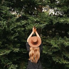 the picker / photo by maralazaridou - Hats for lady Foto Fun, Wanderlust, Foto Pose, Adventure Is Out There, Hair Beauty, Tumblr, Photoshoot, In This Moment, Style Inspiration