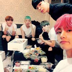 Hope, Nam, Yoongi, Jiminnie e Tae
