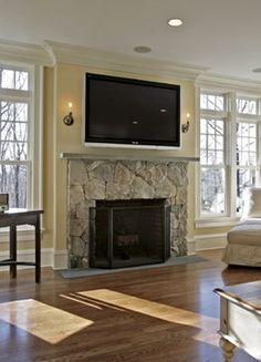 Mount your tv above the fireplace and add another shelf to the built-in bookcase. (add contrast paper to the back of the bookcase and style it) Linear Fireplace, Small Fireplace, Fireplace Inserts, Fireplace Surrounds, Fireplace Design, Fireplace Ideas, Fireplace Redo, Fireplace Mantles, Modern Fireplace