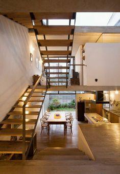 loft atypique, appartement atypique avec un esprit loft, escalier en bois