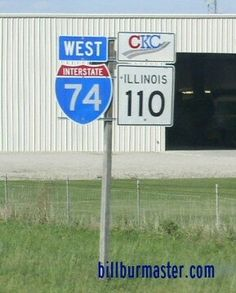 A guide marker on WB I-74 at Galesburg, Illinois