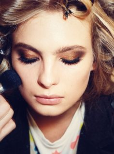 Gorgeous. I love copper and gold eyeshadow! Probably because they make my eyes look insanely blue!
