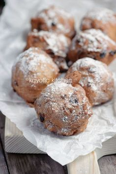 "Oliebollen -""No new years eve will ever be complete without this doughnut-like pastry that's so firmly embedded into our Dutch culture.This is one of the better oliebollen recipes out there. Dutch Desserts, Dessert Recipes, Lunch Recipes, Churros, Beignets, Chocolates, New Year's Food, Girl Cooking, Cupcakes"