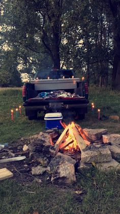 Truck Bed Camping Romantic Ideas 44 - RVtruckCAR You are in the right place about vintage Truck Here Country Dates, Country Couples, Country Couple Pictures, Country Trucks, Summer Dates, Summer Fun, Summer Bucket, Camping Ideas, Date Nights