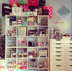 I♥ this makeup room..