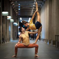 Yoga poses offer numerous benefits to anyone who performs them. There are basic yoga poses and more advanced yoga poses. Here are four advanced yoga poses to get you moving. Couples Yoga Poses, Acro Yoga Poses, Yoga Poses For Two, Partner Yoga Poses, Yoga Poses For Beginners, 2 Person Yoga Poses, Couple Yoga, Yoga Fitness, Tips Fitness