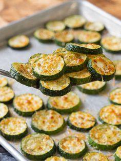 Oven Roasted Parmesan Zucchini – 12 Tomatoes Zucchini Chips, Oven Roasted Zucchini, Zucchini In The Oven, Zucchini Side Dishes, Zucchini Plants, Roast Zucchini, Vegetable Side Dishes, Side Dishes Easy, Parmesan Zucchini Bites
