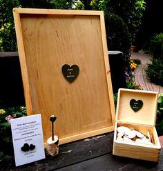 Księga gości, zestaw zawiera: 1. Ramę drewnianą ze szkłem  2. Serduszka  3.Pudełeczko na serduszka 4.Długopis/marker 5. Drewienko na długopis/marker 6. Podkładka pod tekst z obsługą księgi gości   #ślub #wesele #księgagości #miłość #love #razemlepiej #drewno