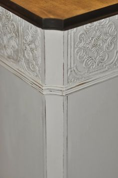 Shabby 2 Uniquely Chic: Elegant Country Chic Desk With Paintable Textured Wallpaper  Border
