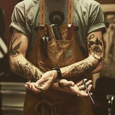 The Most Popular Haircuts For Men That Will Make Your Hair Stand Out! See the latest cool men's haircuts: short, medium, long hairstyles trends. Tattoos Masculinas, Trendy Tattoos, Sleeve Tattoos, Tattoos For Guys, Cool Mens Haircuts, Popular Haircuts, Cool Hairstyles, Barber Pictures, Old School Barber Shop