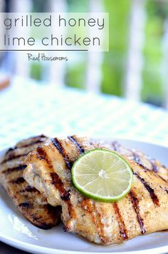 Grilled Honey Lime Chicken | This GRILLED HONEY LIME CHICKEN is a super tasty dish that really kicks up the flavor of plain old grilled chicken.