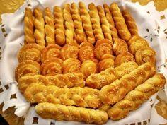 Από τα πιό ωραία μυρωδάτα κουλουράκια πορτοκαλιού !! Υλικά 500 γραμμάρια αλεύρι για όλες τις χρήσεις 200 γραμμάρια φρέσκο χυμό πορτοκάλι 200 γραμμάρια ζάχαρη άχνη ηλιέλαιο 140 γραμμάρια 1 κουταλάκι του γλυκού ξύσμα από πορτοκάλι 1/2 κουταλάκι του γλυκού σόδα 1/ κουταλάκι μπέικιν. εκτελεση Βάζουμε το λάδι με την ζάχαρη σε μπολ ανακατεύουμε .. μετά […] Greek Desserts, Greek Recipes, Chocolate Sweets, Delicious Chocolate, Baking Recipes, Cookie Recipes, Dessert Recipes, Greek Cookies, Biscuit Bar