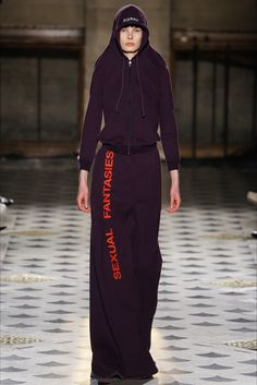 Hoodie Chic Vetements Parigi - Collezioni Autunno Inverno 2016-17 - Vogue