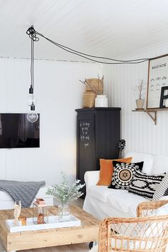 I love everything about this interior: the lamps, the sofa, the light. This is such a cute living room. Room Inspiration, Interior Inspiration, Cute Living Room, Boho Deco, Sweet Home, Piece A Vivre, Luminaire Design, Interior Decorating, Interior Design