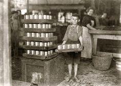 Enfant au travail :  photographie de Lewis Hines 1909 / child laborer portrayed by Lewis Hine.