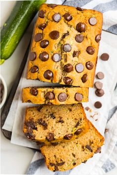The BEST healthy Gluten Free Zucchini Bread with chocolate chips! It's easy and uses no refined sugar! Gluten Free Zucchini Bread, Zucchini Banana Bread, Gluten Free Pie Crust, Gluten Free Biscuits, Gluten Free Soup, Gluten Free Brownies, Gluten Free Appetizers, Gluten Free Sweets, Gluten Free Cookies
