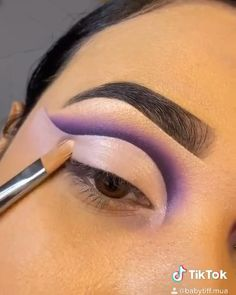 Eye Makeup Steps, Makeup Eye Looks, Eye Makeup Art, Edgy Eye Makeup, Purple Eye Makeup, Colorful Eye Makeup, Maquillage Yeux Cut Crease, Makeup Morphe, Makeup Face Charts