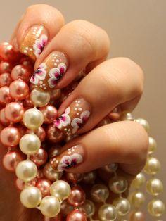 Goodly Nails: Kukkia ja liukuväriä