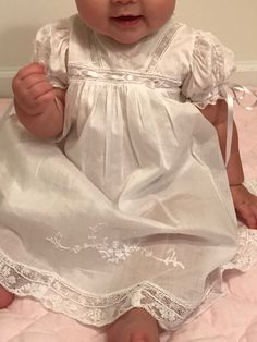 Embroidery Baby Clothes Christening Gowns 49 Ideas For 2019 Baby Outfits, Kids Outfits, Baby Blessing Dress, Baby Dress, Heirloom Sewing, Little Girl Dresses, Handmade Clothes, Baby Sewing, Doll Clothes