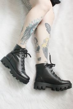 An amazing gallery of the best chic black boots to shop this year. These boots are stylish and trendy. Sock Shoes, Cute Shoes, Me Too Shoes, Shoe Boots, Ankle Boots, Dream Shoes, Dress With Boots, Grunge Fashion, Beautiful Shoes
