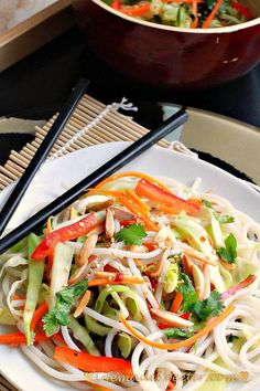 Asian Vermicelli Rice Noodle Salad (Spicy)