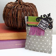 Create these adorable treat bags to give away! Halloween Cards, Fall Halloween, Close To My Heart, Treat Bags, Trick Or Treat, Mini Albums, Paper Crafts, Gift Wrapping, Treats