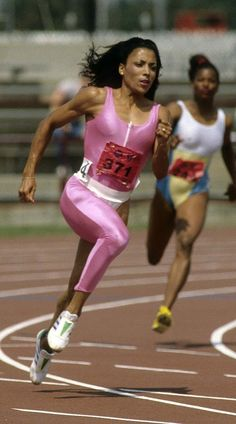 The Fastest Woman in the World Was the Most Fashionable, Too: Flo-Jo's Olympics Style Beautiful Black Women, Amazing Women, Olympic Track And Field, Flo Jo, Women In History, Black History, Sport Icon, Vogue, Sports Stars
