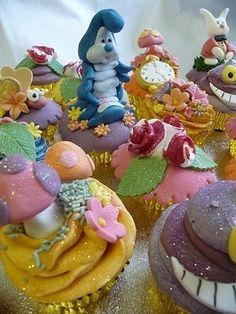 alice in wonderland theme cupcakes