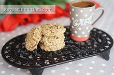 Unsuz Yumurtasız 3 Malzemeli Kurabiye Tarifi – Vejeteryan yemek tarifleri – Las recetas más prácticas y fáciles Yummy Treats, Yummy Food, Banana Oatmeal Cookies, Turkish Recipes, Homemade Beauty Products, Perfect Food, Low Carb Keto, 3 Ingredients, Sweets