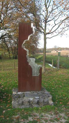 Kasteel Rivieren bij Ten Eschen, standbeeld als dank voor het restaureren van het riviertje de Geleenbeek