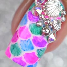 --Video Pin-- Summerish mermaid nails are just goals! Little Mermaid Nails, Mermaid Nail Art, Sparkle Nail Designs, Sparkle Nails, Fast Hairstyles, Unique Hairstyles, Cute Little Girl Hairstyles, Hair Up Or Down, Long Hair Video